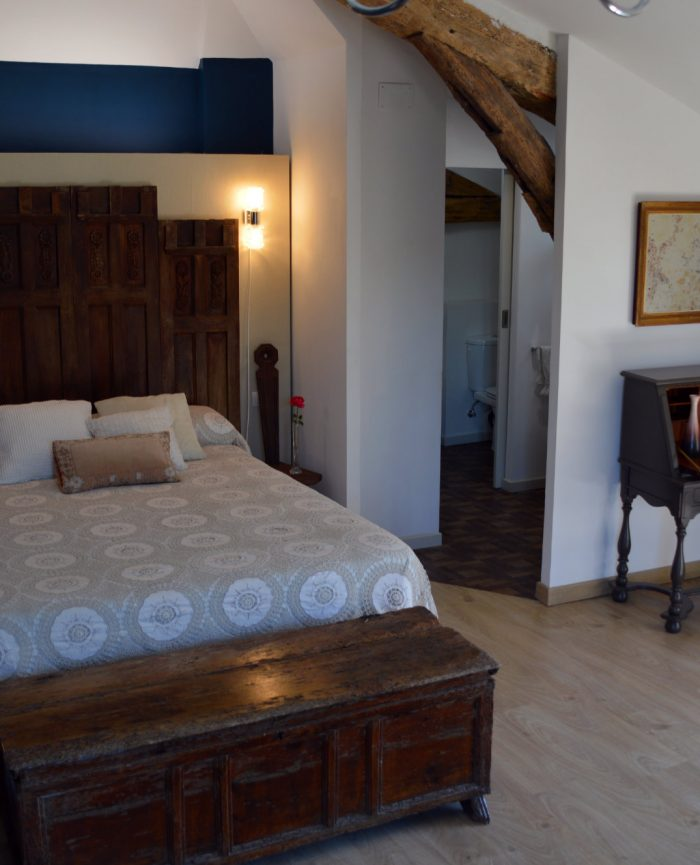 Hotel Cordes sur Ciel Room Saphir -Double Bed